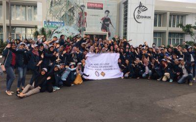Butuh Piknik Edukasi, Mahasiswa Adbis 2015 Mengadakan KKL Kudus hingga Bali